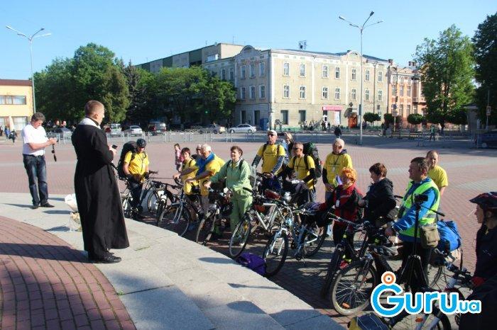 """Зі Стрия стартував міжнародний велопробіг """"Духовні святині-Богу та Світу"""""""