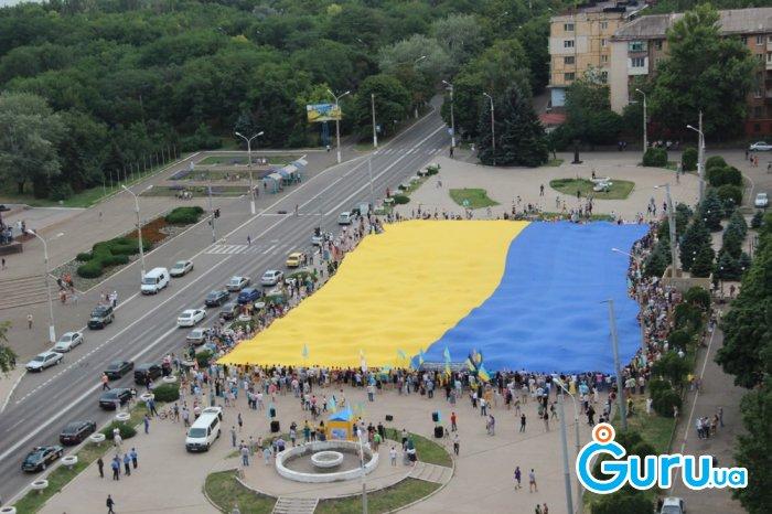 Самый большой флаг Украины развернули в Мариуполе - Цензор.НЕТ 9334